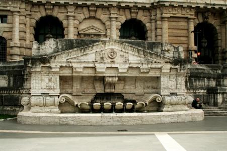 Fontana Piazza Cavour 2